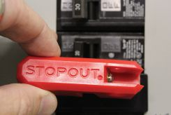 - STOPOUT ® Low-Profile Circuit Breaker Lockout