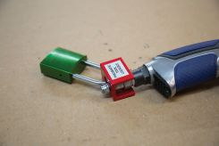 - Pneumatic Fitting End Lockout
