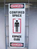 - Bilingual Ladder Shield™ OSHA Danger Wrap: Confined Space